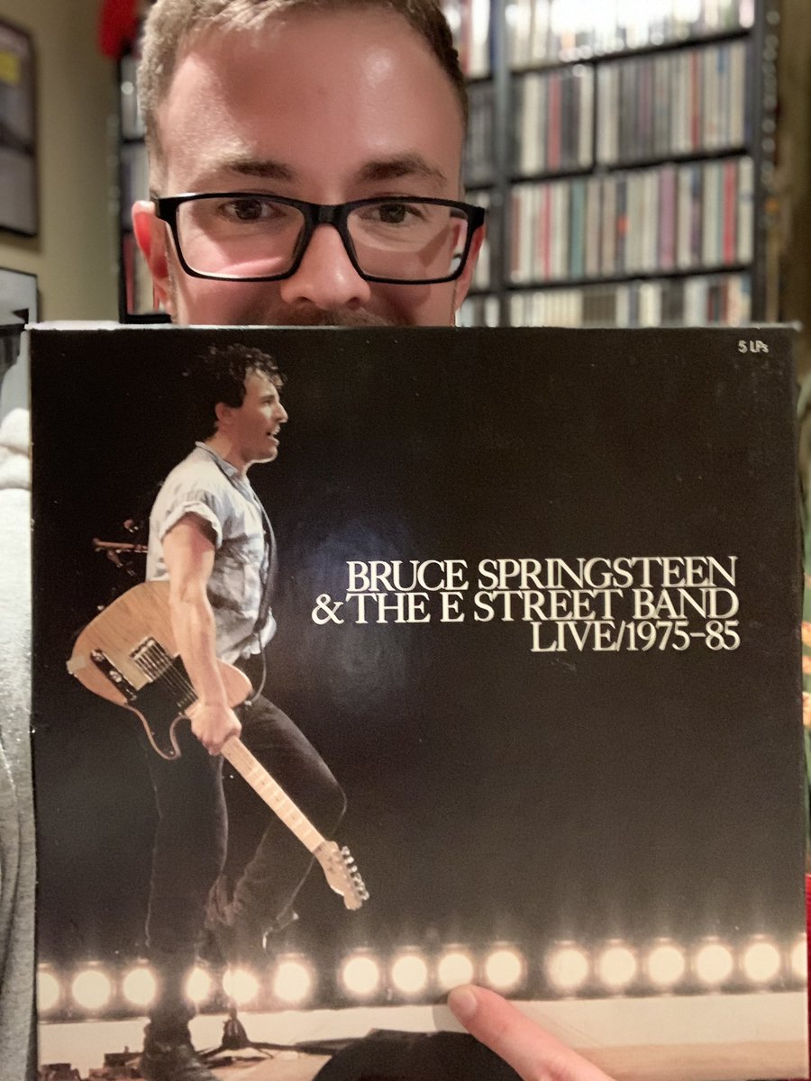 "#brucespringsteen #music  Tonight's feature is a golden one! Bruce Springsteen 1975-1985 LIVE! This 3 disk/vinyl collection features hits such as ""Hungry Heart"", ""Born in the USA,"" & ""Cadillac Ranch."" What's cool too is the album goes in chronological order. Give it a listen! 🤟 https://t.co/F07UEBLv6C"