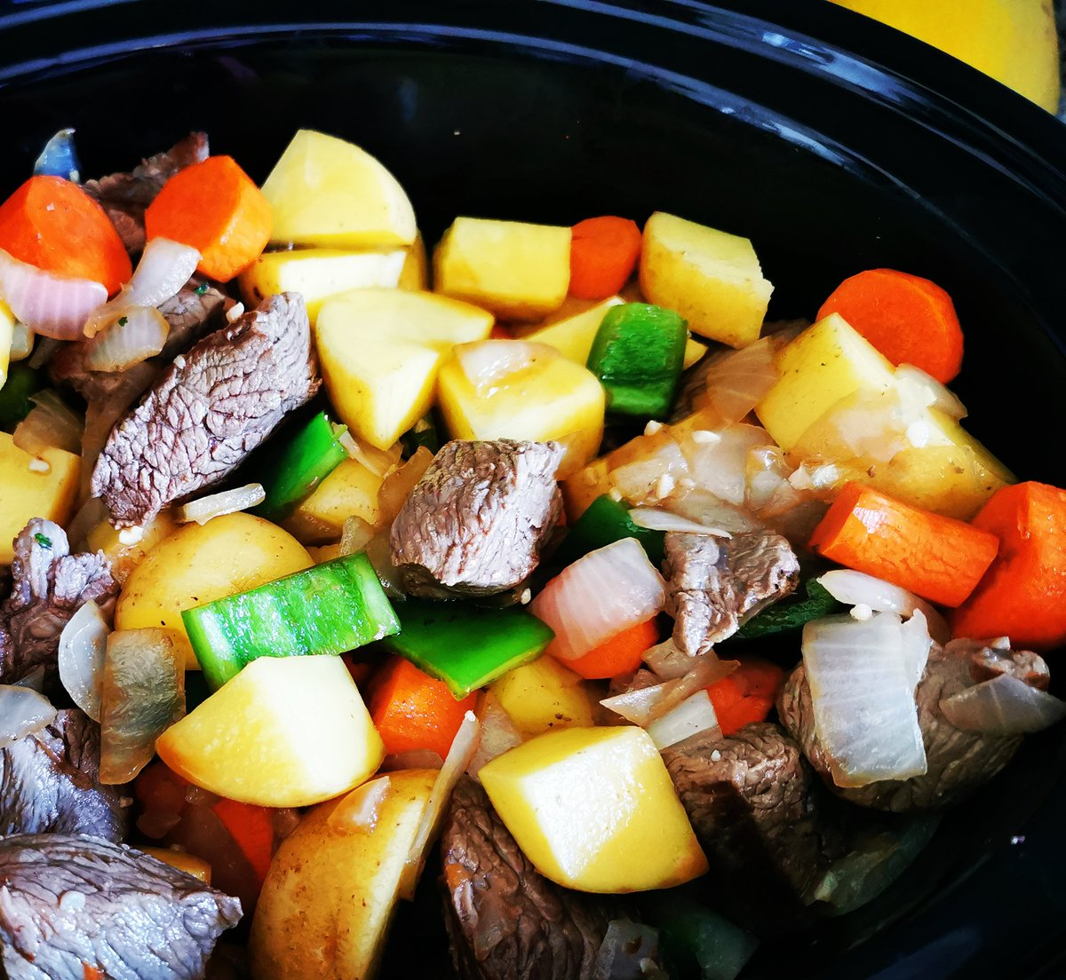Record cold temperature was broken yesterday.... Perfect excuse to get this Beef Stew in my belly! 👩🍳🤤 #foodpics #homecooking #deliciousfood #yummy #BestWifeEver https://t.co/28mX5PcKAC