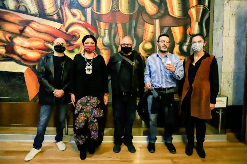 Gracias a mis queridos moneros @ahelguera, @monerohernandez, @monerorape por acompañarnos a visitar #ElParísDeModigliani. Extraordinaria plática y risas. https://t.co/9QKOBGuRss
