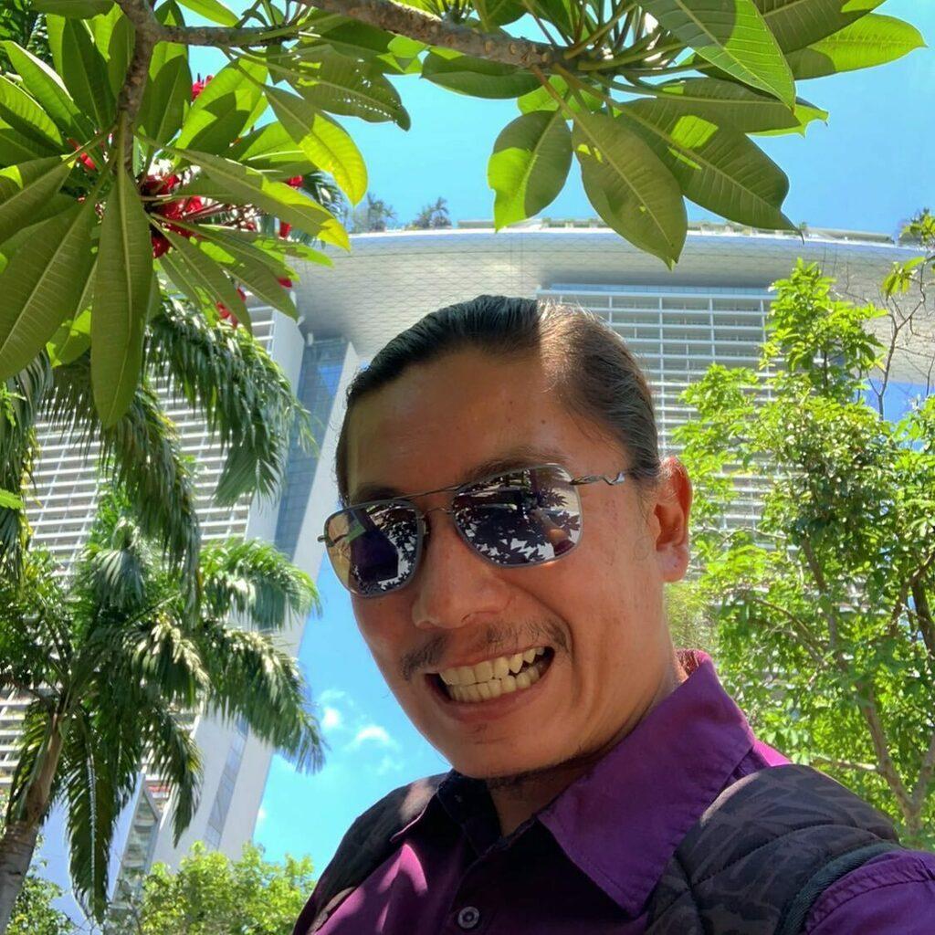 "🇸🇬 Gardens by the Bay 🇸🇬 ""Mergulho na quase dor de uma intensa alegria."" Clarice Lispector  ✈️😎❤️🇸🇬🔥🔝🤘🏽📸 #tbt #instadaily #instagood #instamood #travelgram #instatravel #igerssg #selfie #selfietime #bestoftheday #gardensbythebay #singapore #sg #marin… https://t.co/oEpt3dHSSz https://t.co/IG3RtRsvvg"