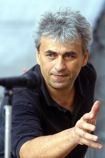 Vladimír Tesařík (20. září 1947 Svitavy – 9. června 2003 Praha) byl český hudebník, který vystupoval se skupinou Yo Yo Band.  https://t.co/SaKq5fDa27 https://t.co/GtwUWKVDC3