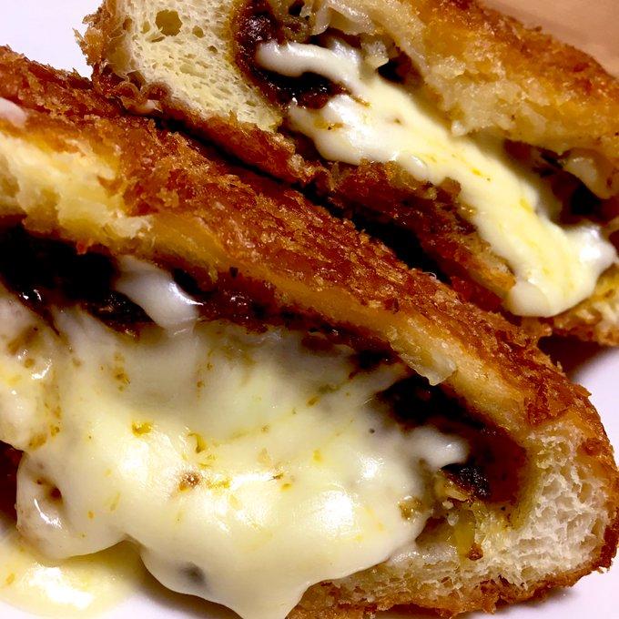 餃子カレーパンにチーズは美味しかーーー☺️☺️☺️ https://t.co/kDYNSFuWC0