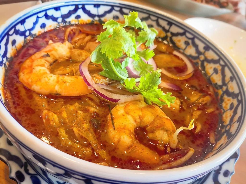 トムヤムラーメン。 トンローの料理はどれ食べても美味しい。 #タイ料理 #トムヤムラーメン #山梨 #甲府 #ランチ #Lunch #麺 #パクチー #mate10pro https://t.co/PzCmynzjOF https://t.co/ymp2HwQXTJ