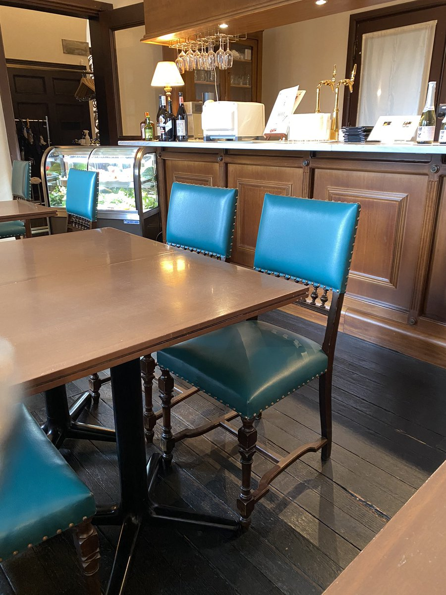 本日の #子連れランチ は高田馬場で大地のうどん食べた後に小笠原伯爵邸でパフェ😍子どもダメかと思いきや🙆♀️獺祭のコラボパフェは事前予約要。席も予約できてテーブルも広いので子連れやりやすいはず。パフェはお酒効いてるので子どもはナシかな。秋て感じで美味しかった😋👉