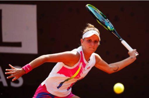 #MastersDeRoma   La Checa, Markéta Vondroušova, ganó a la Ucraniana, Elina Svitolina, por 6-3 6-0 y avanzó a la semifinal. #MarkétaVondroušova #ElinaSvitolina #FaltaTáctica https://t.co/XHn2dSGluD
