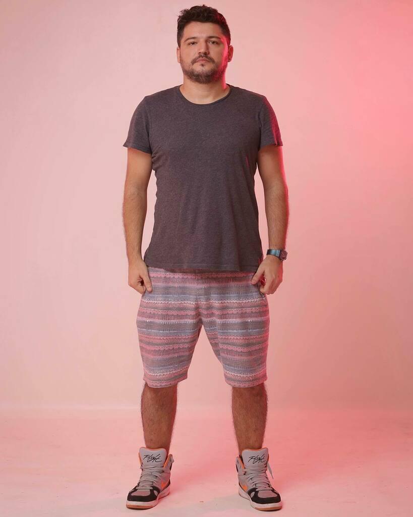 Rosinha e sério 💖  #bear #gay #lgbt #beard #pink #light #photography #lighttest #nike #gap #forever21man https://t.co/8nMf5ogvOy https://t.co/RwC9epDqkN