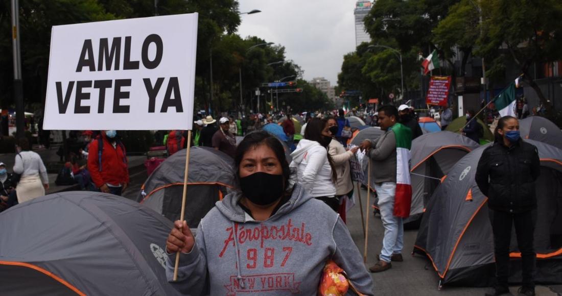 FOTOS: FRENAAA instala cientos de casas de campaña en Avenida Juárez, CdMx; exigen renuncia de AMLO https://t.co/k9W3dUxfb0 https://t.co/ukBJydmh9B