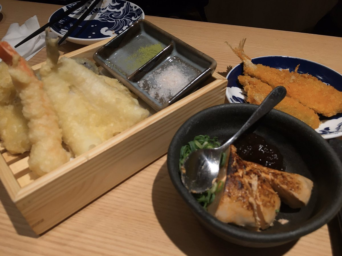 なかなか大変な(笑)ホールとの打ち合わせの後に、テノールのスタッフの就職祝いに団長と大和西大寺へ軽く昼食に🎶お寿司、天麩羅、盛り上がりますね〜🎶\(^o^)/