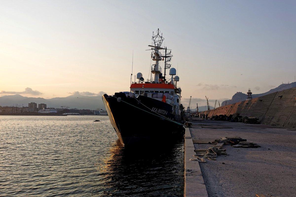 🔴 #SeaWatch4 è sotto fermo amministrativo a #Palermo.  Era ciò che ci aspettavamo dopo un' ispezione il cui chiaro scopo era quello di trovare delle motivazioni pretestuose per impedirci di tornare a salvare vite.  La nostra è la quinta nave umanitaria a essere fermata in 5 mesi https://t.co/byLaFDtGEY