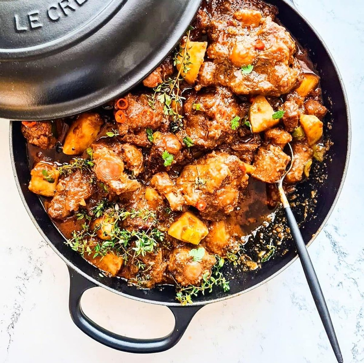 Sunday lunch sorted? OXTAIL STEW, CREAMED SPINACH STUFFED BUTTERNUT AND CHAKALAKA... Recipes below ♥️🍴🇿🇦 . . #Sibalicious #TraditionalFood #HeritageMonth #LeCreuset #Siba #Recipe #HeritageDay #Stew  https://t.co/RMTqEM6N14 https://t.co/Ggy2vHBhuM