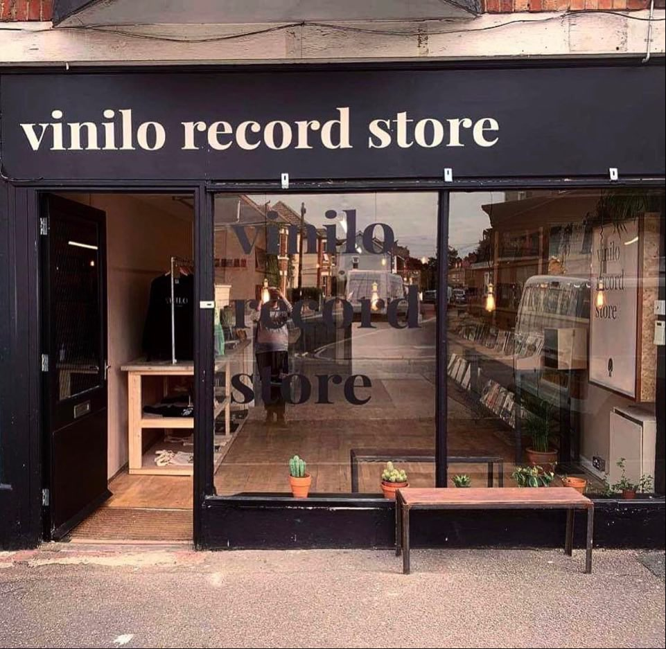 A new record shop opening, is always brilliant news. Wishing the best of luck to @vinilorecstore which opens its doors for the first time at 11am today - at 827 Christchurch Road, Pokesdown, Bournemouth BH7 6AR. 🙌