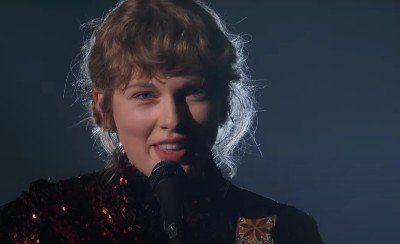 """La actuación de @taylorswift13 cantando """"betty"""" en los Country Music Awards nos ha dejado asi 💔 https://t.co/LhDmaVS5I3 https://t.co/OywfXzonPf"""