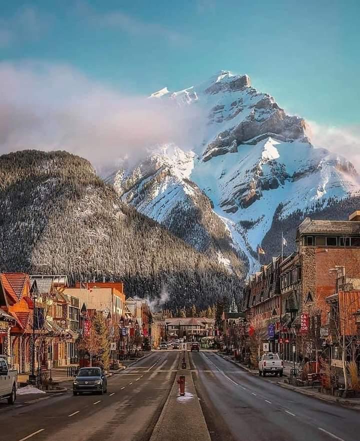 Banff , #Canada #photography #NaturePhotography #naturelover #beautifulworld #Tourism https://t.co/rNSQ1NBpqo
