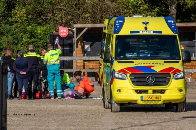Meisje zwaargewond na val van paard (update) https://t.co/Jzy7qyKLcS https://t.co/PO1CBqnFJZ