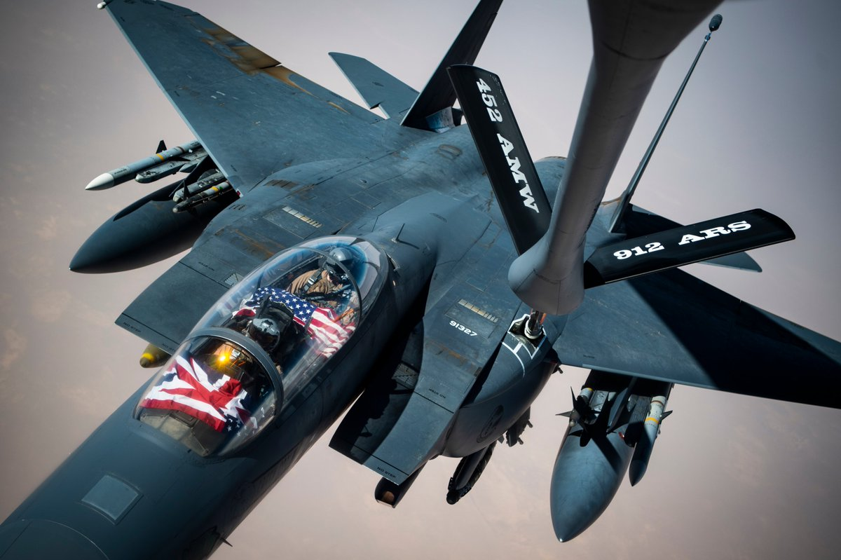 ⛽️FILL'ER UP🦅  A U.S. Air Force F-15E Strike Eagle receives fuel from a KC-135 Stratotanker over Southwest Asia.  📸 by Master Sgt. Larry E. Reid Jr. #ReadyAF #WinToday #PrevailTomorrow @1stCombatCamera @CENTCOM @USAF_ACC @usairforce https://t.co/zG64l3Vmlg