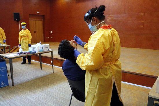 """ACTUALITAT: """"El Camp de #Tarragona supera els 6.000 contagis confirmats de #Covid19 des de l'inici de la pandèmia"""" https://t.co/1I2osHRYdc https://t.co/QUZoI4LXY6"""