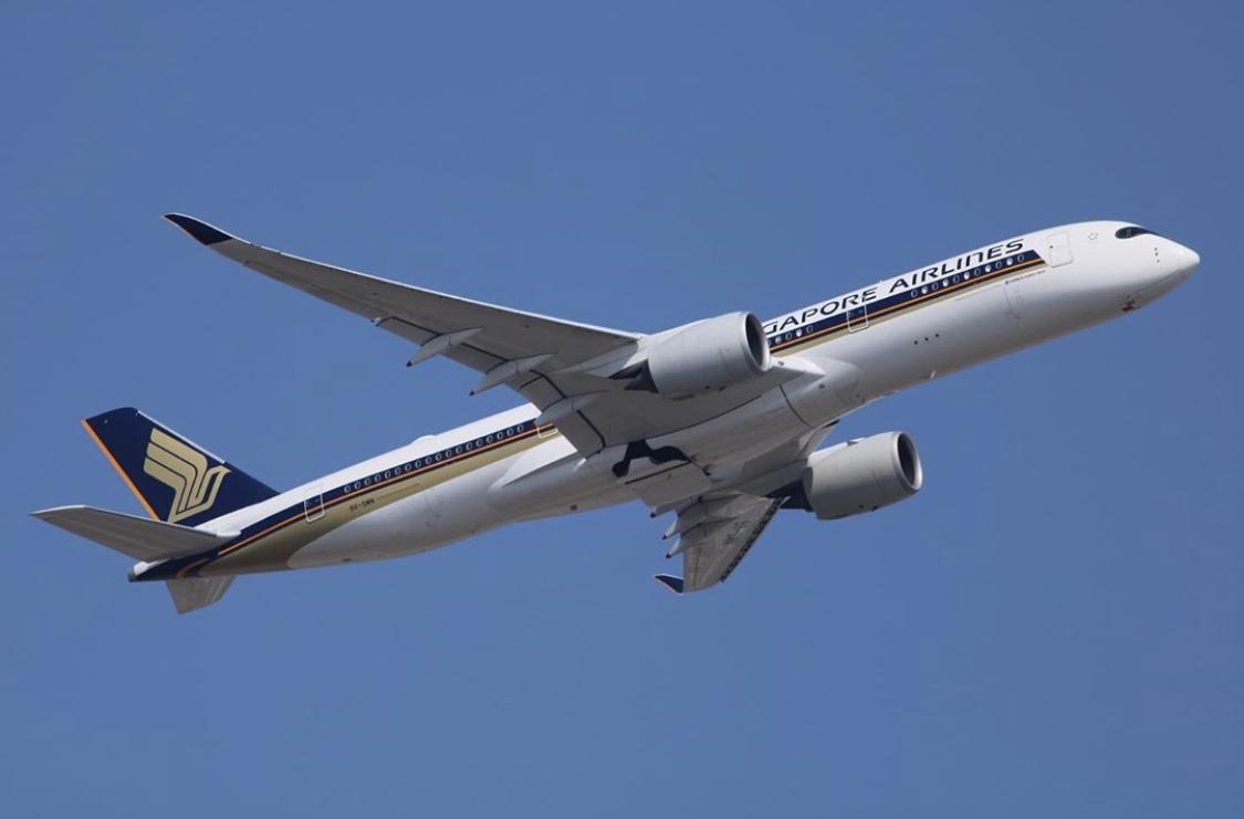Our kind of #LondonFashionWeek. The elegant #A350, who wears it best? 😍 ✈️  📷: jimbo_jet_aviation on Instagram https://t.co/uXzpGv60Qs
