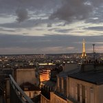 Image for the Tweet beginning: Paris la nuit vu du
