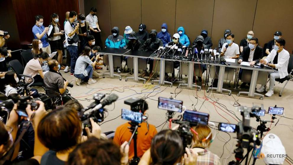 Relatives of 12 Hong Kong people arrested by China demand access for own lawyers https://t.co/2QOofsg9DV https://t.co/RKz96LLOFz