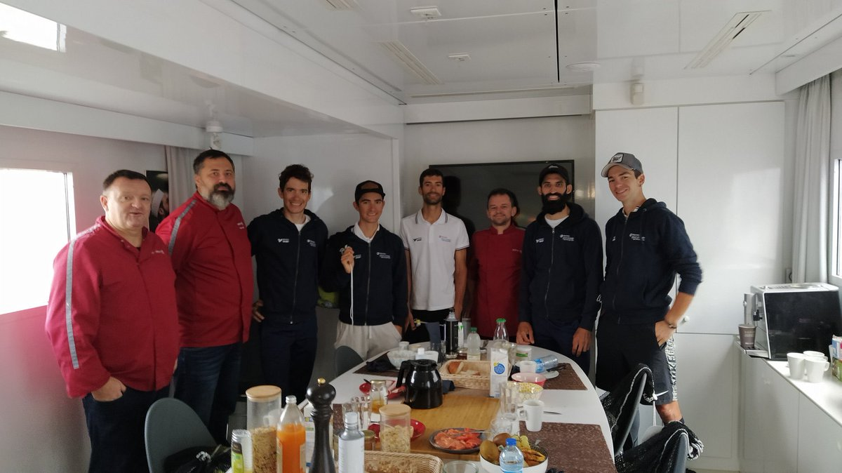 Dernier moment ce matin avec les chefs @Elior_France. Merci à eux pour tous les repas cuisinés pendant ce @LeTour ! 😉  #AllezTotalDirectEnergie⚡️ #TDF2020 https://t.co/cR3eL8A0RI