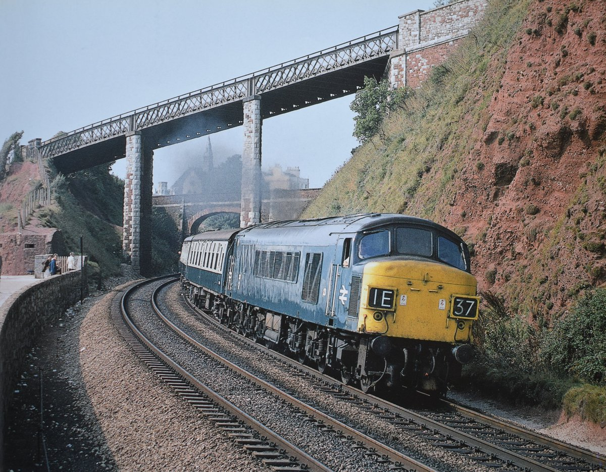 Peak Class No 45017 pulling away from #Teignmouth station with the Up 'Devonian'. Date: 30th August 1972 📷 Photo by Gavin Morrison. #diesellocomotive #1970s #Devon #BritishRail https://t.co/OdHbeUce4x