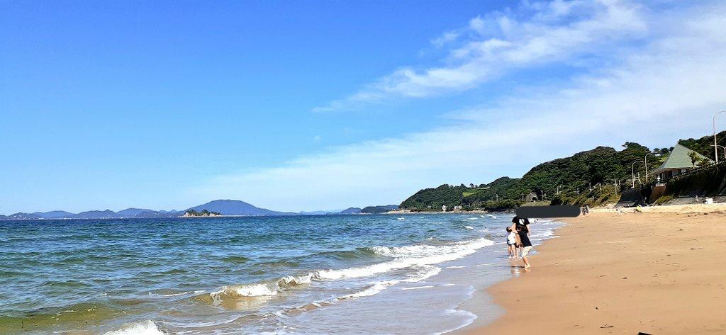 鳴き砂で有名な姉子の浜。今日はキュッキュって鳴らなかった💦二見ヶ浦は親戚のお墓があって(ほんとはお彼岸だし行くべきなんだけど)、色々想って切なくて辛くなりそうだったので、子供の頃よく泳いでたここに行ってきました*゜砂で汚れるのを嫌う長男が楽しんでくれて良かった😊