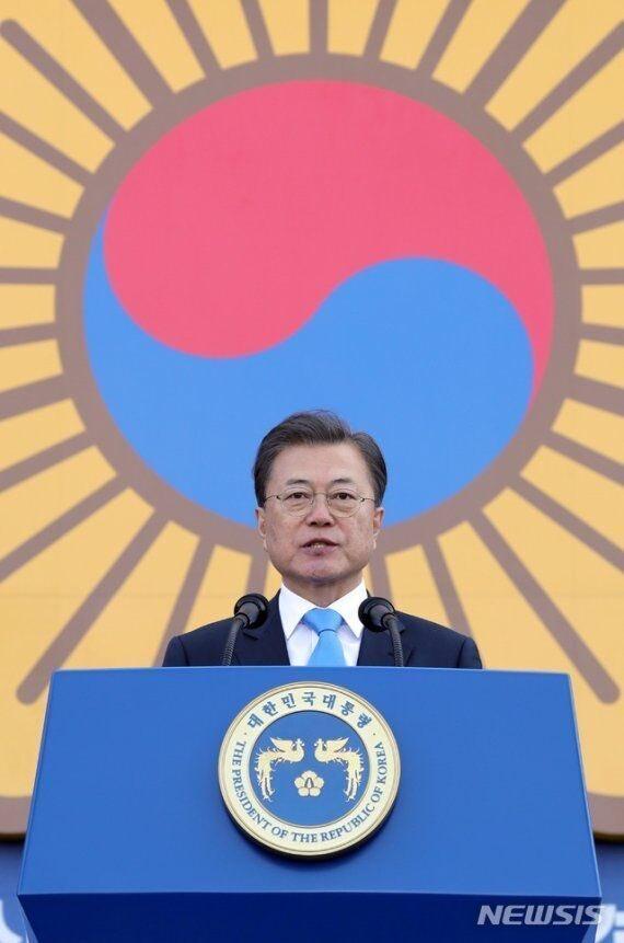 @imcoveru ทำไมประธานาธิบดีและ PSY ของเกาหลีคนปัจจุบันถึงใช้ Rising Sun?  พวกเขาขอโทษคุณหรือไม่?  Why are the current President of South Korea and PSY using Rising Sun?  Did they apologize to you?  現在の韓国大統領やPSYがRising  Sunを使用するのは何故?彼らは貴方に謝罪しましたか? ※拡散希望 https://t.co/3eNg7ZUfxM