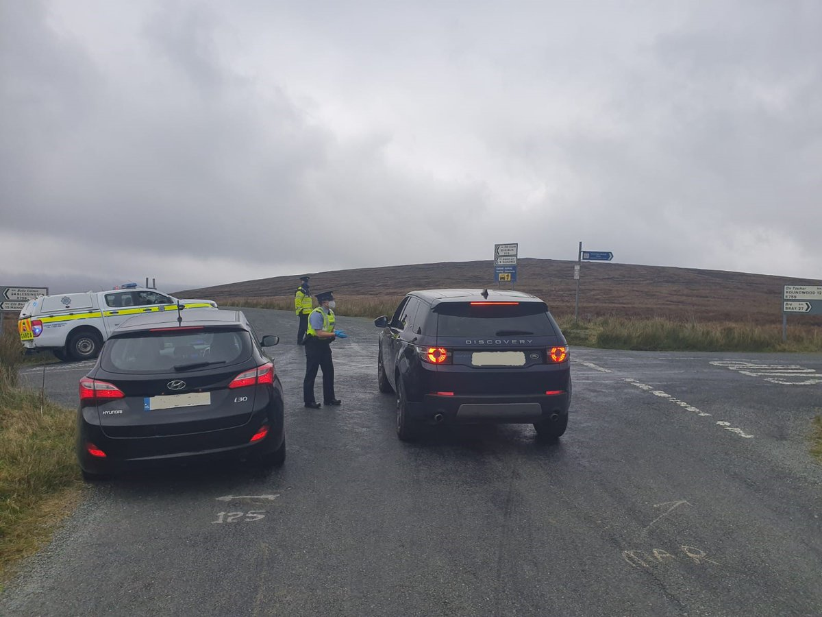 Wicklow Roads policing conducting checkpoints yesterday at Sally's Gap and Glendalough. Gardaí are reminding the public to adhere to all public health measures. Together we can prevent the spread of #Covid19 #socialdistancing #washyourhands #holdfirm https://t.co/h2nyqIz8wr