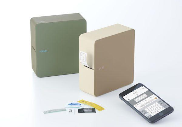 スマートフォン専用「テプラ」発売、ベージュとカーキの2色展開