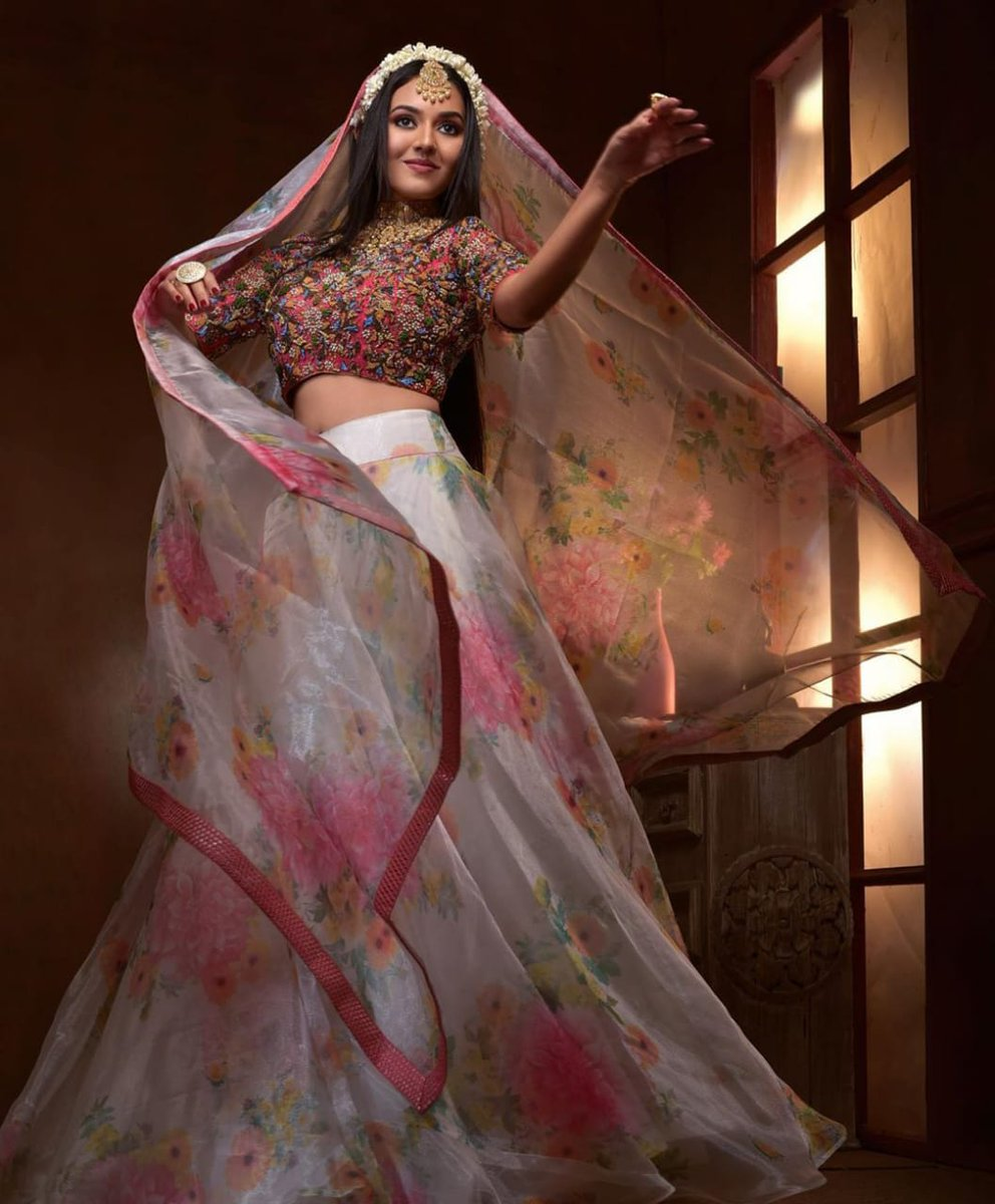 Take a look at Pretty Actress @Vidya_actress stunning in a youthful & alluring look!   #vidyapradeep  @spp_media @PRO_Priya https://t.co/yPWWKGU14x