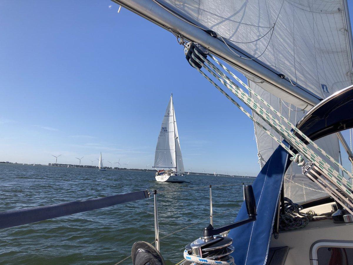 Het gaat ons lekker voor de wind.....#genieten #zeilen #weer https://t.co/QbZDDv9DOs