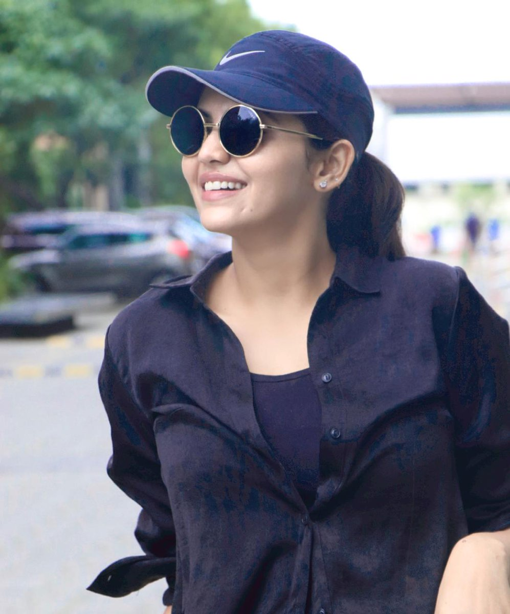 Classy Girl #AthulyaRavi  @AthulyaOfficial @teamaimpr https://t.co/OkArqrF68K