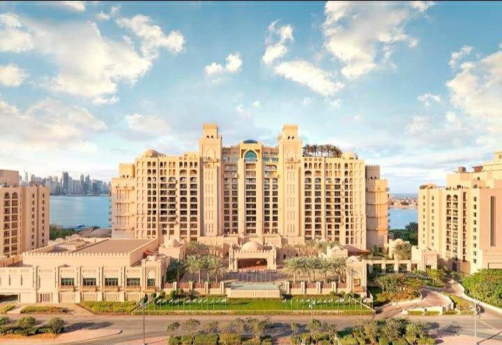 ايفا فنادق تملك فندق فيرمونت النخله  كم يساوي هذا الفندق اليوم ؟ 2013 التكلفه 330 مليون دولار  اليوم كم يساوي هذا الاستثمار #بورصة_الكويت https://t.co/Rk9V3pFaop