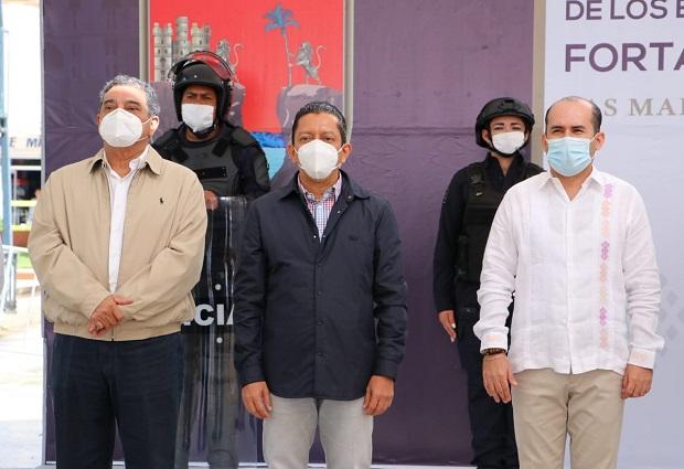 #EQUIPAMIENTO / En el municipio de Las Margaritas se fortalece y dignifica a los policías municipales @SESESPChiapas @serch_aguilar @rutilioescandon Info Y FOTOS AQUÍ: https://t.co/oyE1qxDtFj https://t.co/Yx5ZZMBBtJ