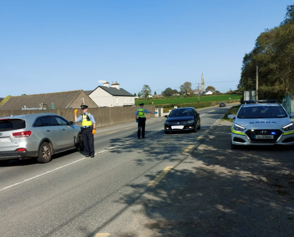 Gardaí in Newbridge & Athy engaging with motorists as part of Operation Fanacht, ensuring all persons are following the Government Public Health Guidelines and preventing the spread of #COVID19.  #socialdistancing #washyourhands #HoldFirm https://t.co/Lft5xGfZJ8