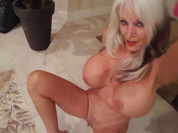 Hey Guy's #camshow  I will be ON LIVE at 1:30 EST (Sunday 9/20)  RIGHT HERE https://t.co/g0JQpHWoX9 https://t