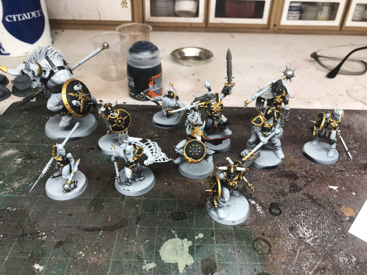 Right then, swords up. Whose got the most gold? #the2pspodcast #warmongers #warhammer #paintingwarhammer #gamesworkshop #forgeworld #ageofsigmar #AoS #mortalrealms #bloodreavers #warcry #warhammerwarcry https://t.co/67LyOSyJMK