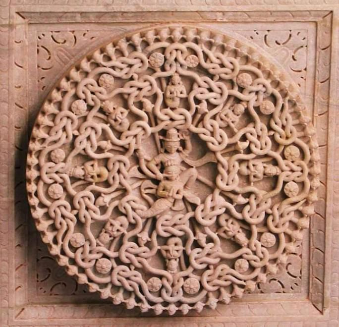 I do not believe that only chisels & hammers would have been used for its construction  Our ancestors certainly had some advanced techniques that have been used. Those who see this carving in the Ranakpur temple are bound to be mesmerized by our ancient craftsmanship @LostTemple7 https://t.co/uwghrVuMnA
