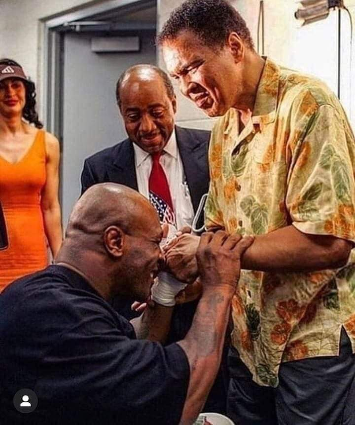 The Respect Mike Tyson had for Muhammad Ali and the bond the pair had was legendary.  #kboxtv #boxing #boxeo #miketyson #muhammadali #legend #champion #wba #wbo #wbc #ibf https://t.co/4BzMfLKsno