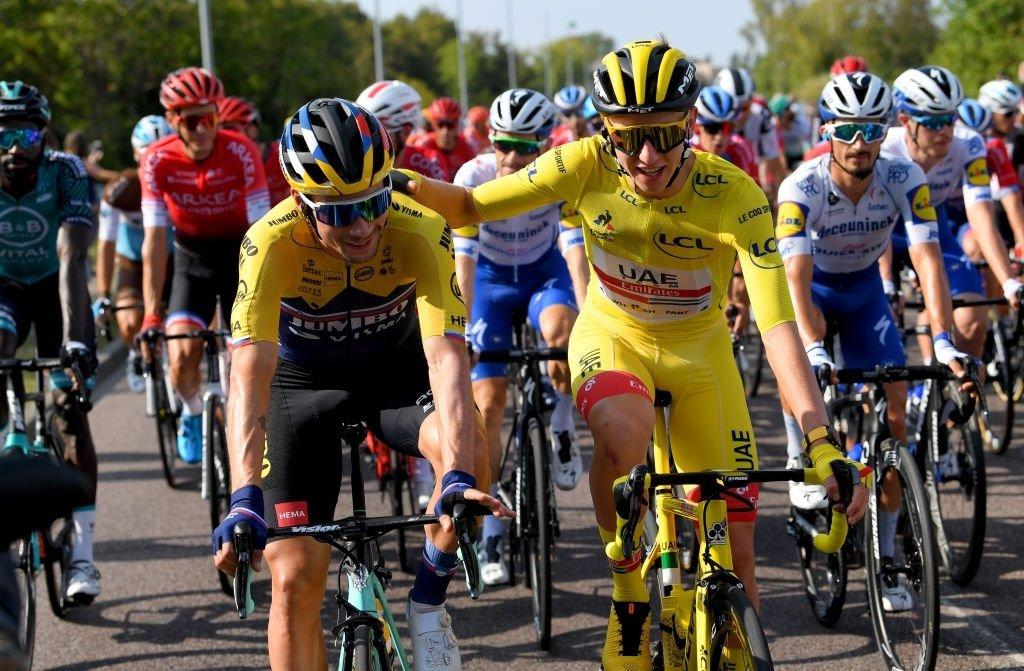 ⚡Gran postal! ⭐Son Tremendos ciclistas y sobre todo caballeros! 👏 Primoz Roglic felicita a Tadej Pogacar por su victoria en el Tour de Francia! 🇫🇷 #TDF2020 #TDF #TDFunited #ciclismo #cycling https://t.co/BZpWGrWDtD