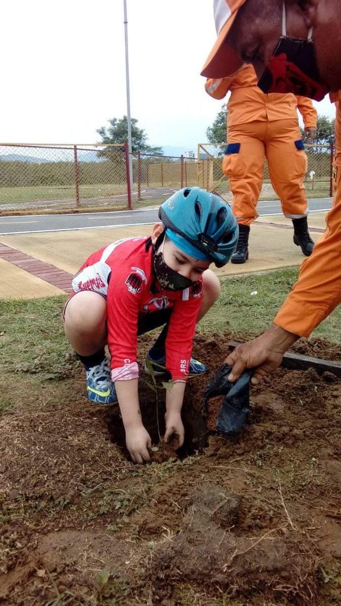 @mario_sabato @victorhugopenag @PROFE_RESTREPO  Sembrando el futuro del Ciclismo Colombiano Club GUERRERITOS CORPOYAÑEZ CÚCUTA COLOMBIA https://t.co/iBWSaQl79Y