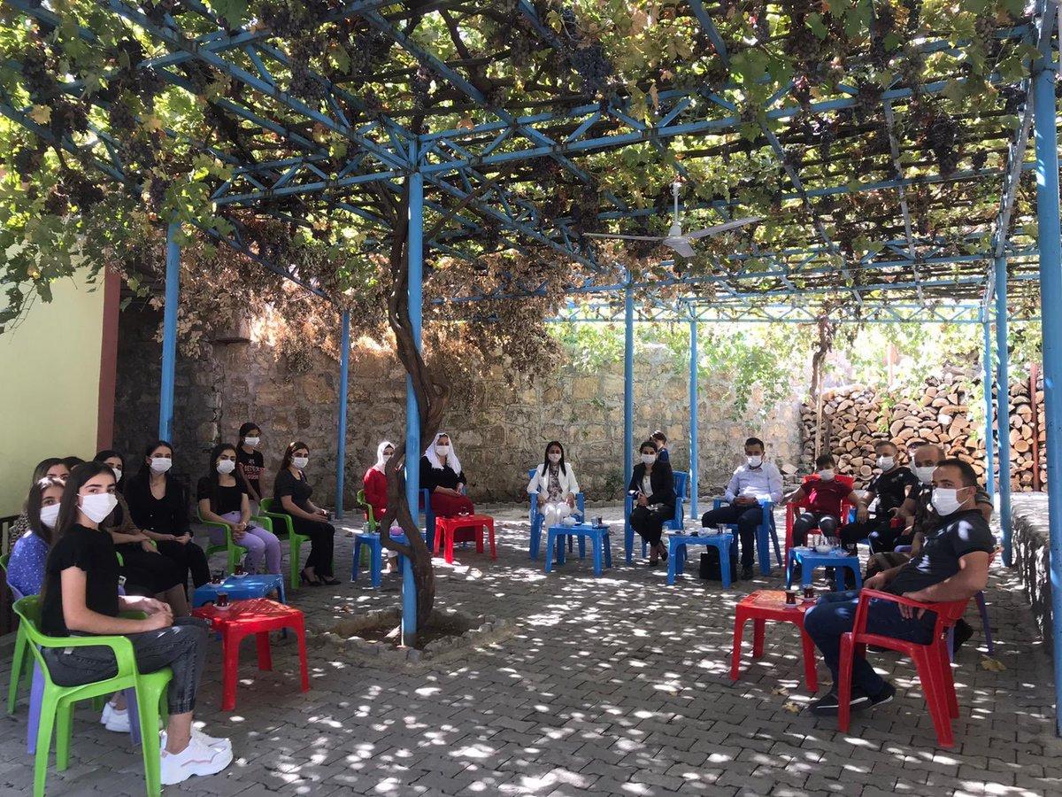 """Kadın Kolları İl Başkanımız Sn.@hatice_atan73,Uludere İlçe Başkanımız Sn.Fikret Demir'in eşliğinde Hilal beldesini ziyaret ederek,Cumhurbaşkanımız Sn. @RTErdogan 'ın liderliğinde başlatılmış olan """"Gönül Seferberliği""""üye çalışmasıyla ilgili genç kızlarımızla bir araya geldi. https://t.co/PZfYT18zLT"""