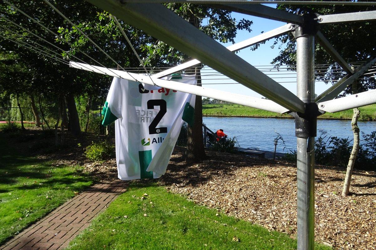 En als we weg zijn in Friesland, altijd traditie om de Groningen shirt op de wedstrijddag uit te hangen #genieten #fcgroningen https://t.co/Z61gRUHeUg