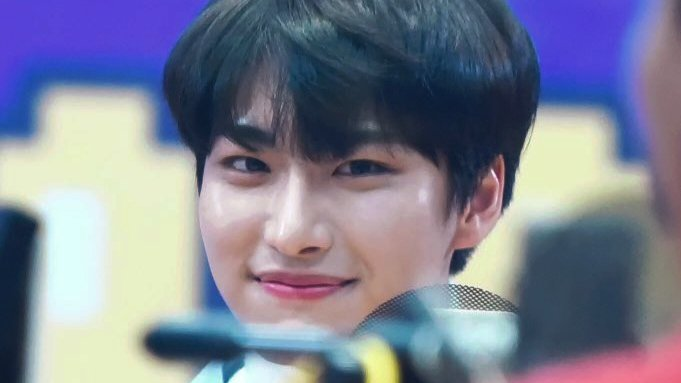 thinking about idol radio seonghwa https://t.co/XHKFepWfbc