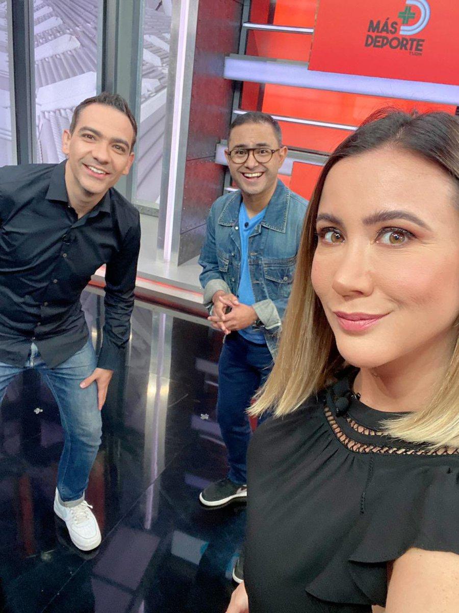 Como cada domingo ya estamos por 📺 ✨ @Canal_Estrellas en @MasDeporteTUDN!! 🤩  🤜🤛 @LuisElFurby @adelarosa   #YoEnDomingo https://t.co/Btt6Y5JZXo