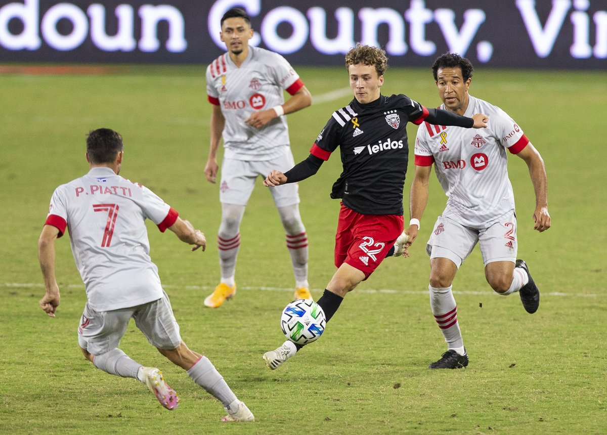 Savor that moment young man! @griffin_yow scores a big goal for @dcunited against @TorontoFC during an @MLS match.  Story by @MarioAmaya1: https://t.co/IvS2DjK8sj  Photo by @PCBlueHose43   @Jose_M_Umana #soccer #soccerlife #DcUnited #sportsnews #futbol #thesportspulse https://t.co/sbw7duM2XP