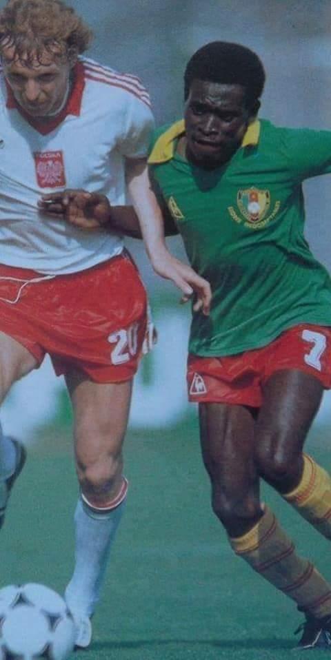 Mbom Ephrem Mbouh Émile Jean Claude Pagal Makoun Landry Nguemo  Tous ces milieux de terrain sont les héritiers d'une vieille tradition de milieux de terrain de petits gabarits dans l'équipe nationale de football du Cameroun.  Tradition débutée avec Mbom Ephrem.  Adieu champion! https://t.co/nN49KiTFYs