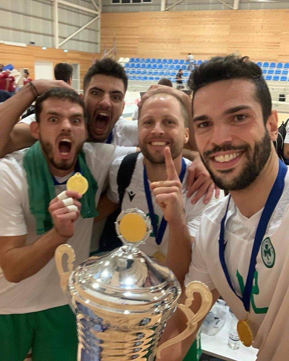 Συλλέγει κούπες!   Ο Παναθηναϊκός νίκησε με 3-0 στον τελικό του τουρνουά του Παραλιμνίου τη Νέα Σαλαμίνα και ξεκίνησε τη χρονιά με τίτλο έστω και ανεπίσημο. 🏐☘️👏   Διάβασε περισσότερα εδώ: https://t.co/p2B8852JOJ  #panathinaikos #panathinaikos1908 #volleyball #παναθηναϊκός https://t.co/4QchXqUH68