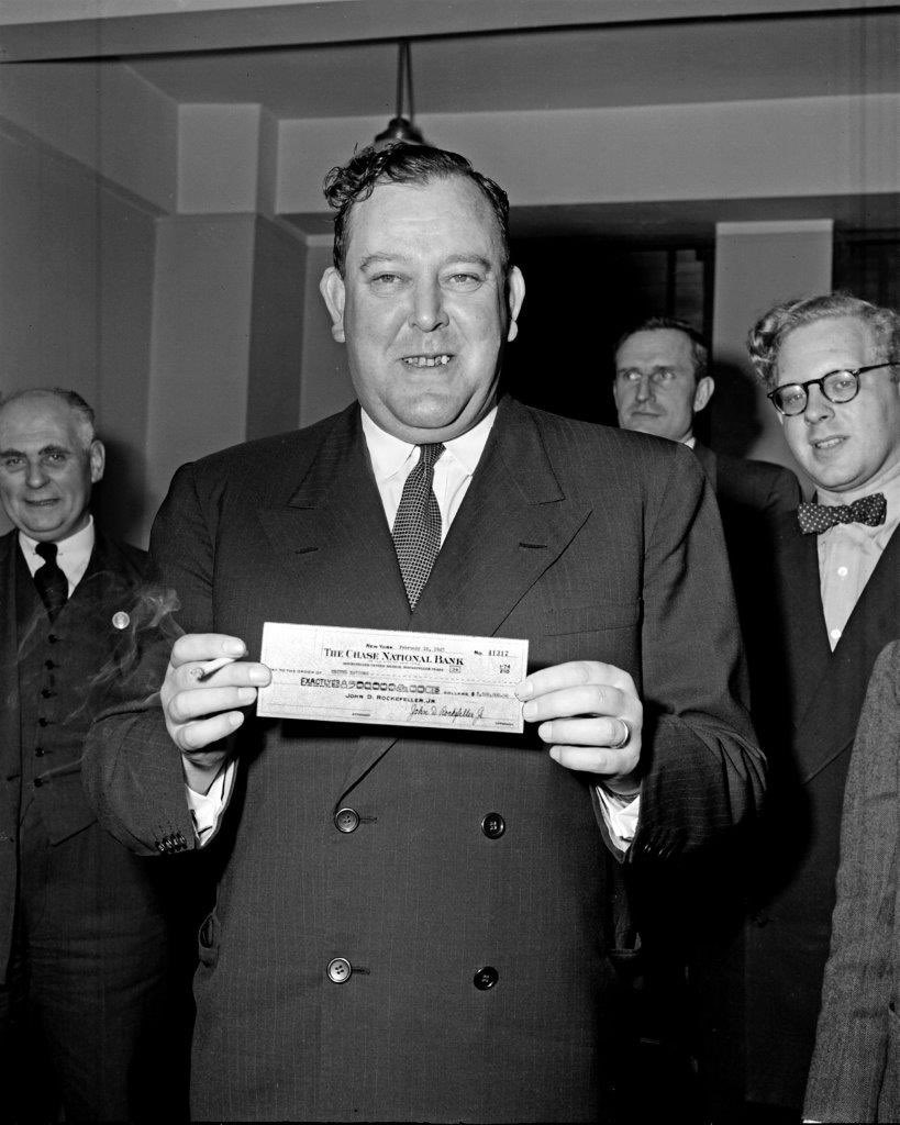 #DidYouKnow the 1st @UN Secretary-General 🇳🇴 bought the land site for the UNHQ in #NewYork with a USD 8.5 mill cheque from John D. Rockefeller Jr?   Check out these amazing historic photos ➡️ https://t.co/0N52zb4pjL  #UN75 #UNGA 📸: UN Photo https://t.co/8bNgf9ysGh