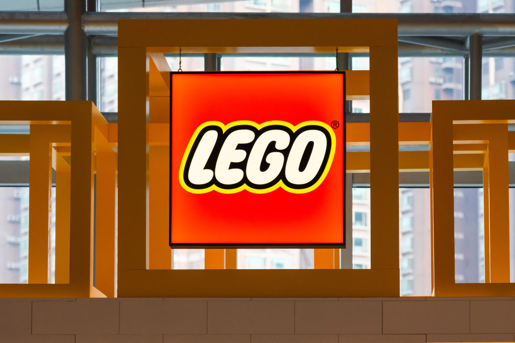 Last week @LEGO_Group made a massive plastic-free commitment.   So does that mean plastic toys, including your beloved supermarket collectables, are on their way out?  @YahooNewsAU speaks to a @Sydney_Uni expert to find out.   https://t.co/QRV24Pdtff https://t.co/Nh3QykBtbs